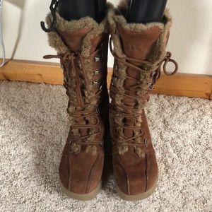 Ladies winter boots sz 8 chestnut